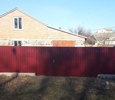 Дешовый забор. Забор из профнастила