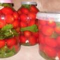 квашенные помидоры в банках