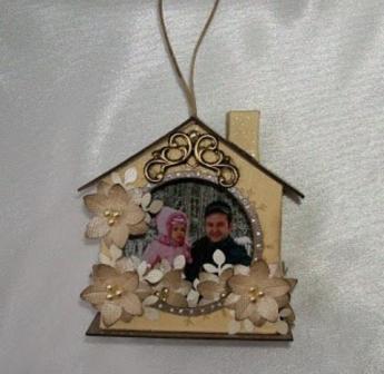украшаем домик из картона