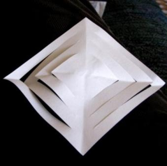 Объемная снежинка с использованием нескольких листов_1