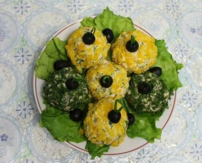 Салат с копченой курицей «Новогодние шары»