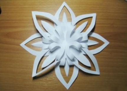 обьемная снежинка из бумаги с помощью одного листа бумаги