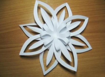 обьемная снежинка из бумаги с помощью одного листа бумаги_7