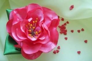 Красивый цветок из лент (канзаши)