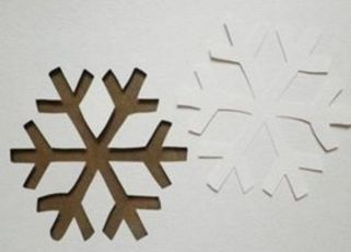 Снежинки из гофрированной бумаги