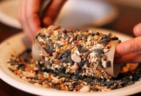 кормушка для птиц своими руками фото из подручных средств