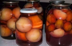 компот из персиков на зиму, рецепты с косточкой и без